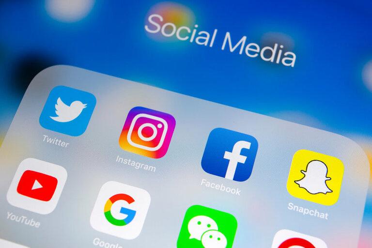 integrate social media hub